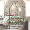 Дачна спальня з балдахіном - чому б і ні?