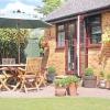 Єдність стильового рішення дому та навколишнього його саду