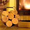 Кошик біля каміна: вибираємо підставку для дров