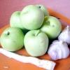 Гостра закуска з яблук з хріном