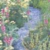 Сухий струмок - стильна прикраса саду