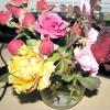 Букет із зимових троянд зі своєю клумби!