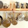 Настінні полки в кухні: місце для зберігання або прикраса?