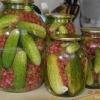 Огірки з червоною смородиною, рецепт кисло-солодких огірків