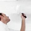 Секрети справжніх професіоналів як побілити стелю